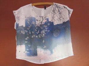 Croptop mit aufwendigem grafischen Print und dekorativer Knopfleiste am Rücken