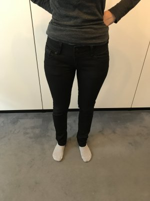 Cross Jeans in schwarz