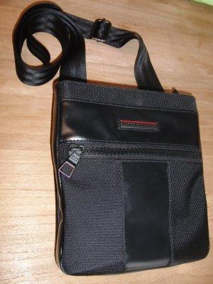Tommy Hilfiger Sac porté épaule noir-rouge tissu mixte