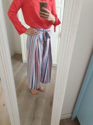 Culotte Hose gestreift mit roter Bluse