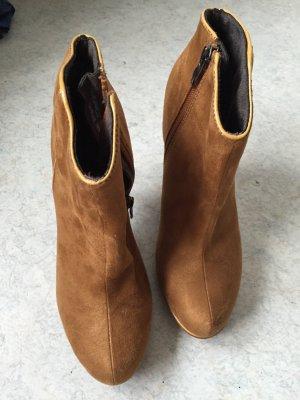 Curryfarbene High-heels