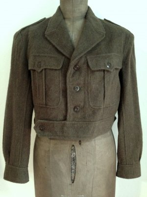 Customized Vintage Army Jacke von Urban Outfitters, Wolle, Gr. 40/42