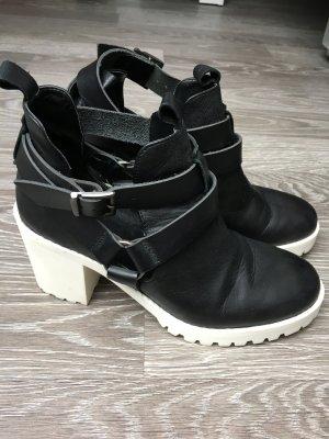 Cut-Out Ankle Boots Schwarz Weiß Zara