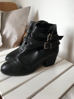 Cut Out Boots/ Stiefeletten