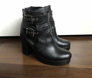 Cut-Out Heels