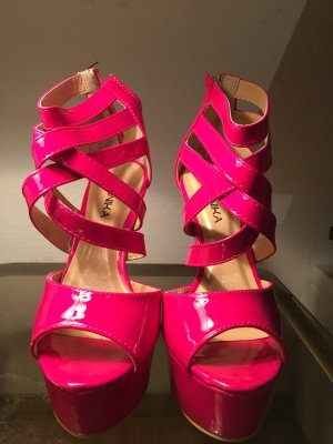 Cut out high heels in pink