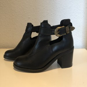 Cut-Out Leder-Stiefeletten