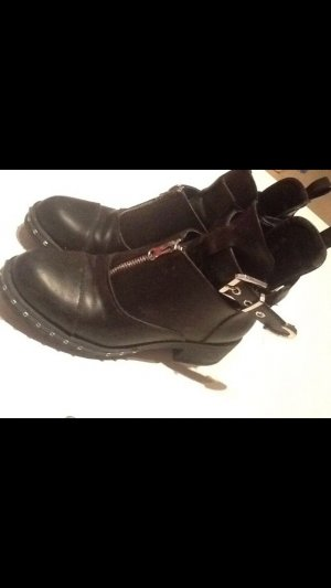 Cut Out Stiefelette