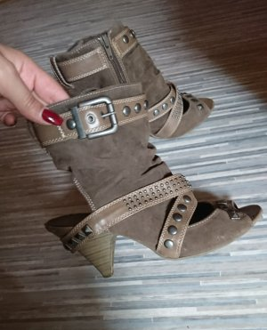 Cut Out Stiefeletten