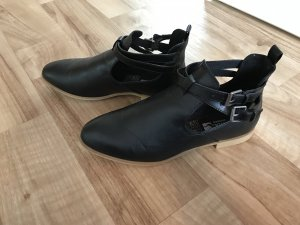 Cut Out Stiefeletten in 40