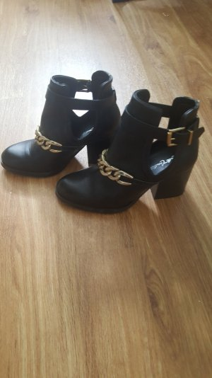 Cute Couture Cut out/chain Boots