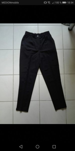 Traje de pantalón negro