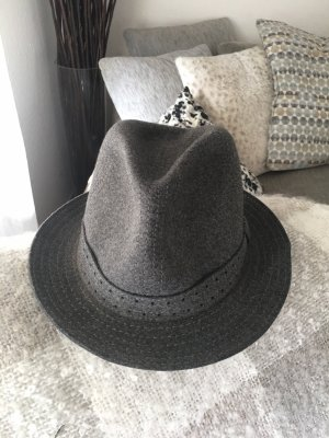 Cappello in feltro grigio
