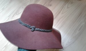 Vestino Sombrero de fieltro carmín-negro