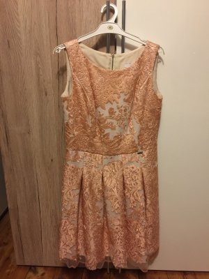 Robe de bal rose chair