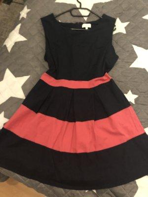 Vestido babydoll negro-carmín