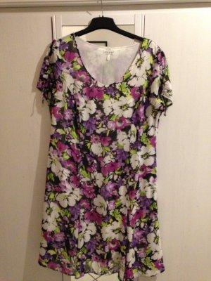 Damen-Kleid mit schönem Blumenmuster