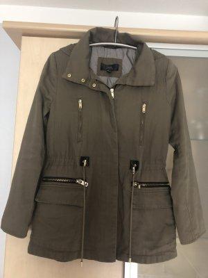 Damen Mango MNG Parka Casual-Look mit Kapuze Gr S 36 khaki Jacke Jacket Olivgrün