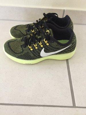 Damen Nike Schuh, Modell: Lunartempo 2