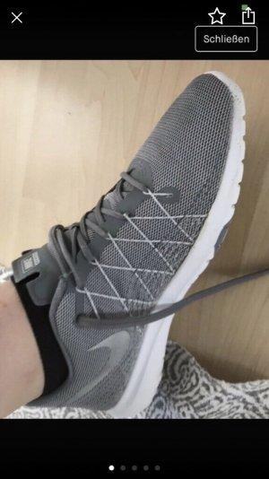Nike Lace-Up Sneaker dark grey
