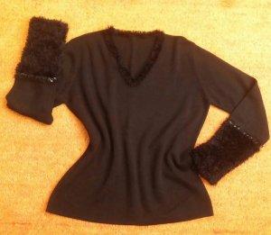 Damen Pullover strick Fransen Pailletten Gr.M in Schwarz NW  Ein wahnsinnig schöner, bequemer, stylischer und ausgefallener Pullover in Fransen Pailletten Design hochwertig gearbeitet.  Sehr hochwertig und aufwendig. Am V Halsausschnitt herum Fransen sowi