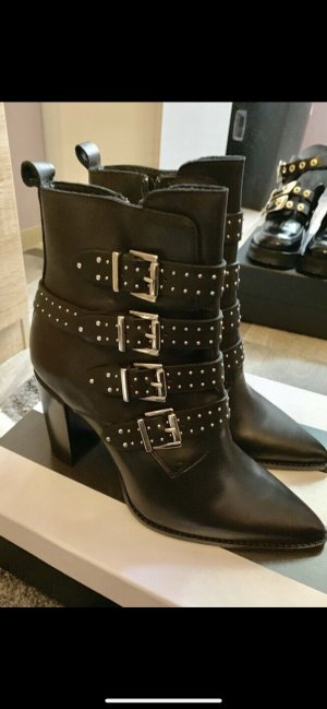Manfield Platform Booties black