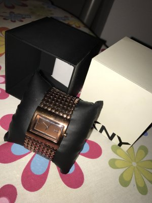Damen Uhr von DKNY mit Karton