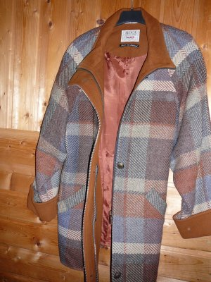 Damenjacke aus der Avoca Collection, mit Reissverschluss. Gr. XL. Kariert.