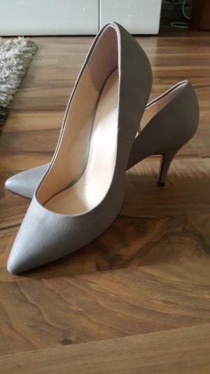 Damenschuhe mit Absatz in grau