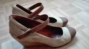 Damenschuhe, neuwertig, Gr 41, fallen kleiner aus, mit Keilabsatz, Neupreis war 160€