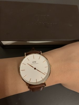 Daniel Wellington Watch With Leather Strap brown