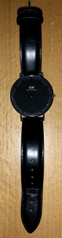 Daniel Wellington Armbanduhr schwarzes Lederarmband & Zifferblatt