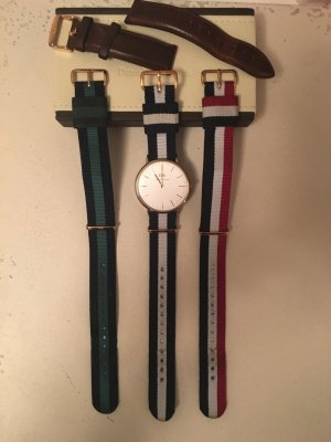 Daniel Wellington Quarz Armbanduhr Rosegold mit 4 Armbändern