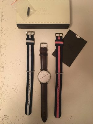Daniel Wellington Quarz Armbanduhr Silber mit 3 Armbändern