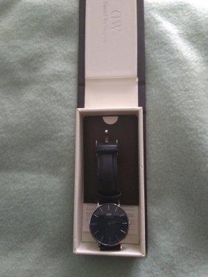 Daniel Wellington Watch With Leather Strap black