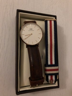Daniel Wellington Watch With Leather Strap light brown