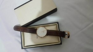 Daniel Wellington Uhr in braun