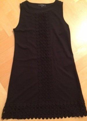 """Das """"Kleine Schwarze"""": Ärmelloses Kleid von Comma"""