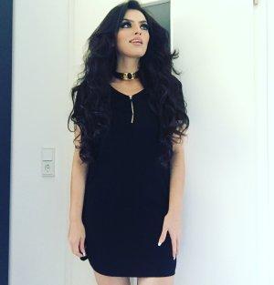 das kleine schwarze schlichtes minikleid