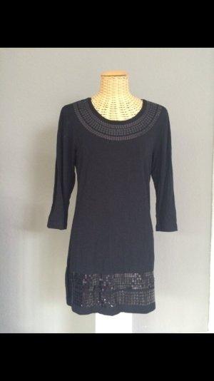 Das kleine Schwarze -schwarzes Kleid mit Pailletten-