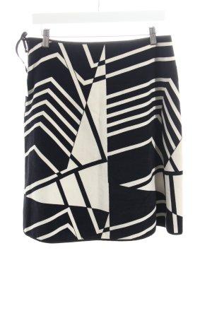 Das Krönchen Faltenrock schwarz-weiß grafisches Muster extravaganter Stil