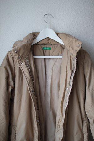 Daunenmantel/-jacke mit Hoodie in angesagter Länge und Farbe