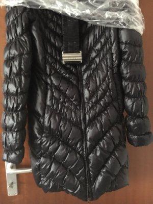 Blauer Abrigo de plumón negro