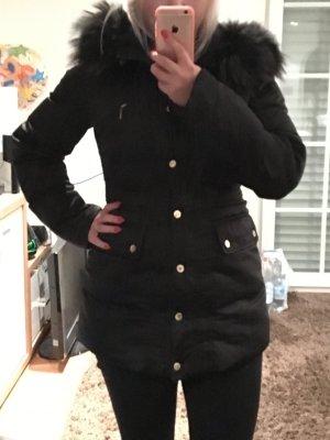 Daunenmantel Wintermantel in schwarz mit Echtfellbesatz von Hallhuber