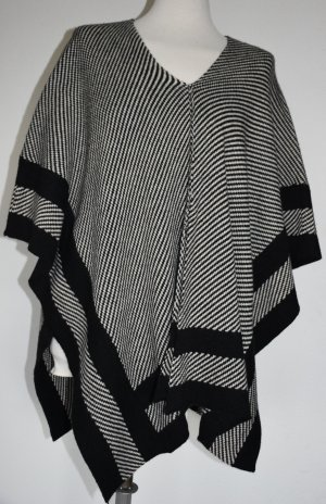 Knitted Poncho white-black wool