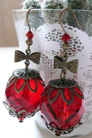 DaWanda Ohrringe mit großer roter Glasperle