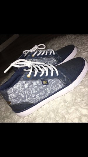 DC Shoes Lace-Up Sneaker dark blue