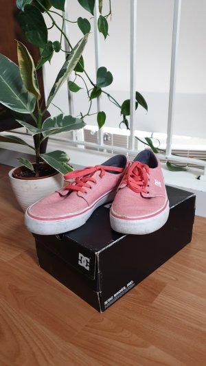 DC Shoes Lace-Up Sneaker white-pink