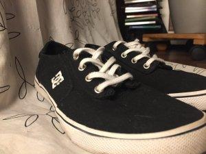 DC Sneaker
