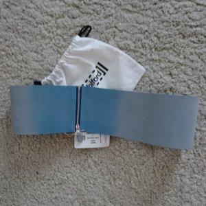 Wolford Cinturón de cuero azul celeste